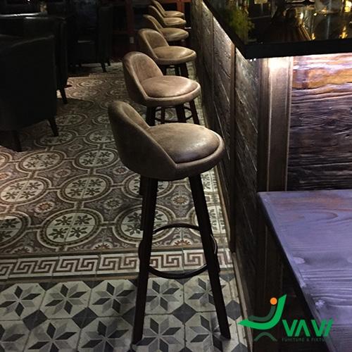 Ghế quầy bar yên da nỉ chân thép sơn giả gỗ
