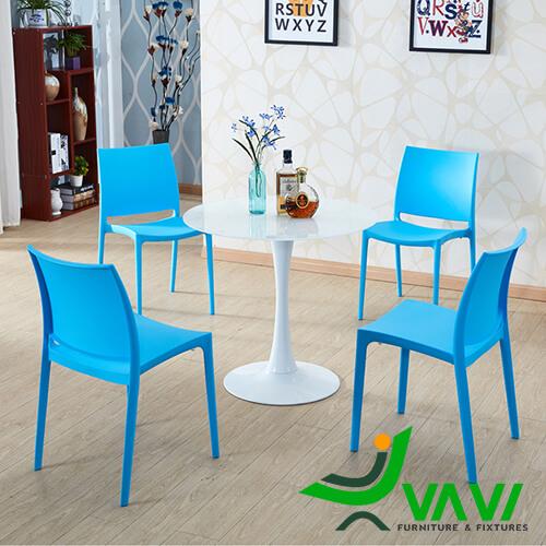 Bộ bàn Tulip 4 ghế nhựa đúc giá rẻ nhập khẩu